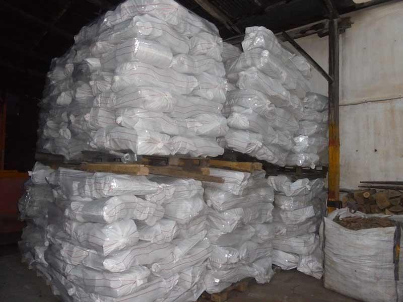 Τα ξύλα συσκευάζονται και τακτοποιούνται κατάλληλα